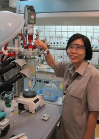Supabhorn Khaubunsongserm with the Atlas lab scale chemistry reactor system