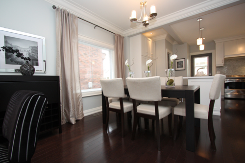 Dining Room Staging by www.staged2sell.ca