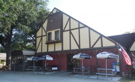 Peoples Premium Meats in Ormond Beach has  Expanded Their Outdoor Dining Area.