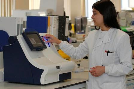 Raheela Bibi with the Radiometer AQT90 FLEX analyser