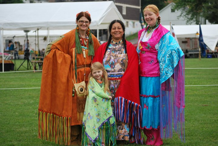 Wolf Clan Chief Betty Overrocker, Judy Caban, Rosalynne White, and Madison White