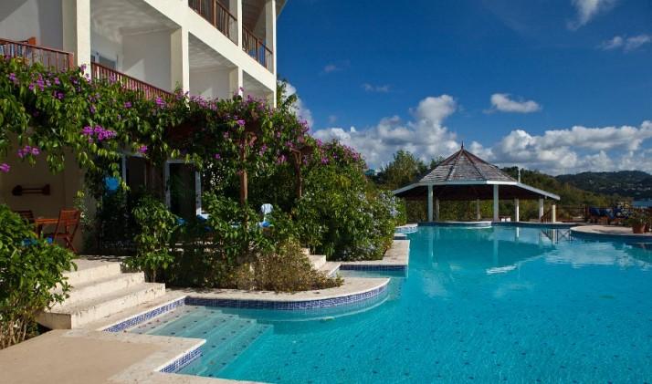 Calabash Cove's pool and swim bar