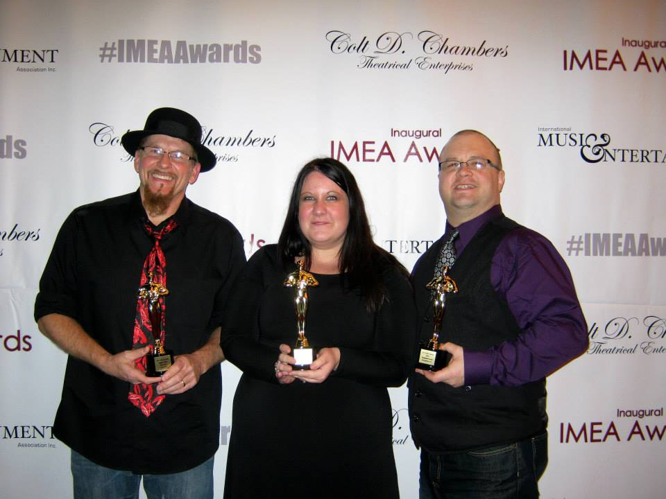 (L-R) Jiggley Jones, Amy Rose, Michael Stover (MTS Management Group)