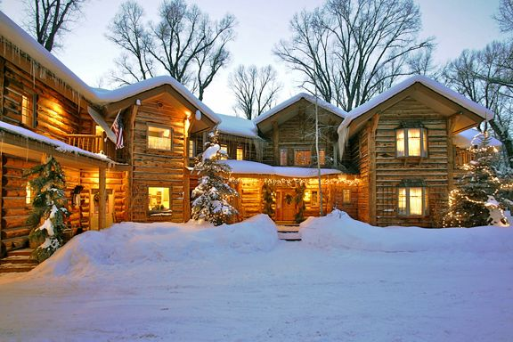Bentwood Inn in winter