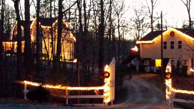 barn house gate (640x360)