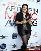 Melanie Taylor holding her Best Pop Artist award