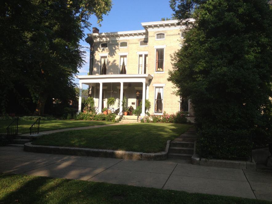 2014 Kentucky Derby Vacation House Rentals at www.louisvillederbyrentals.com