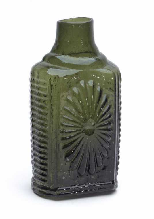 This circa 1815-1830 Sunburst Snuff Jar soared to $57,330 at Heckler's auction