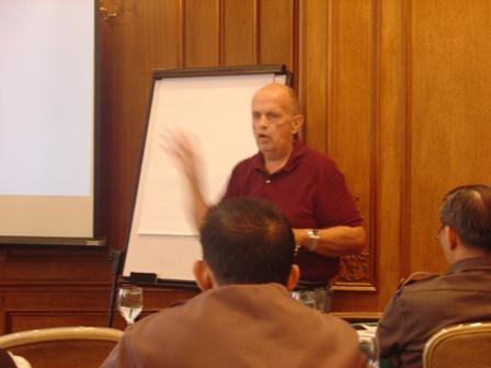 Mold Expert Phillip Fry Speaking at Mold Training Seminar