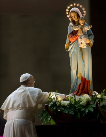 Pope Francis entrusts Holy Land trip to Virgin Mary