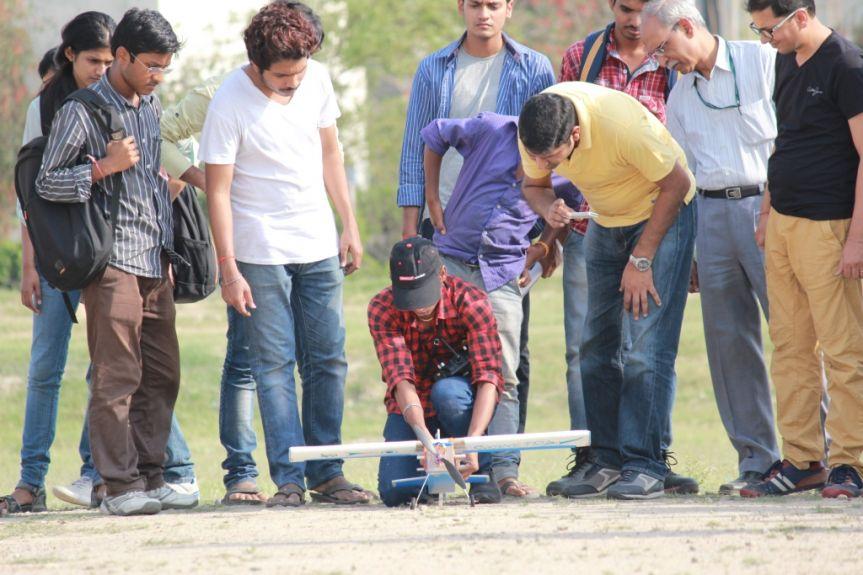 Students Preparing aircraft models at GNIOT