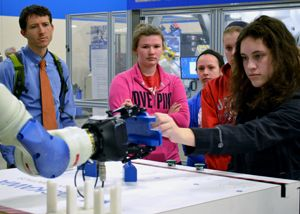 Students Interact with Robots at Yaskawa Motoman