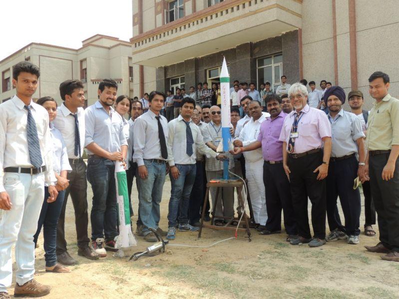 Students team, B.L Gupta, Dr. Joy Banerjee, Prof Manjeet Singh at  GNIOT..