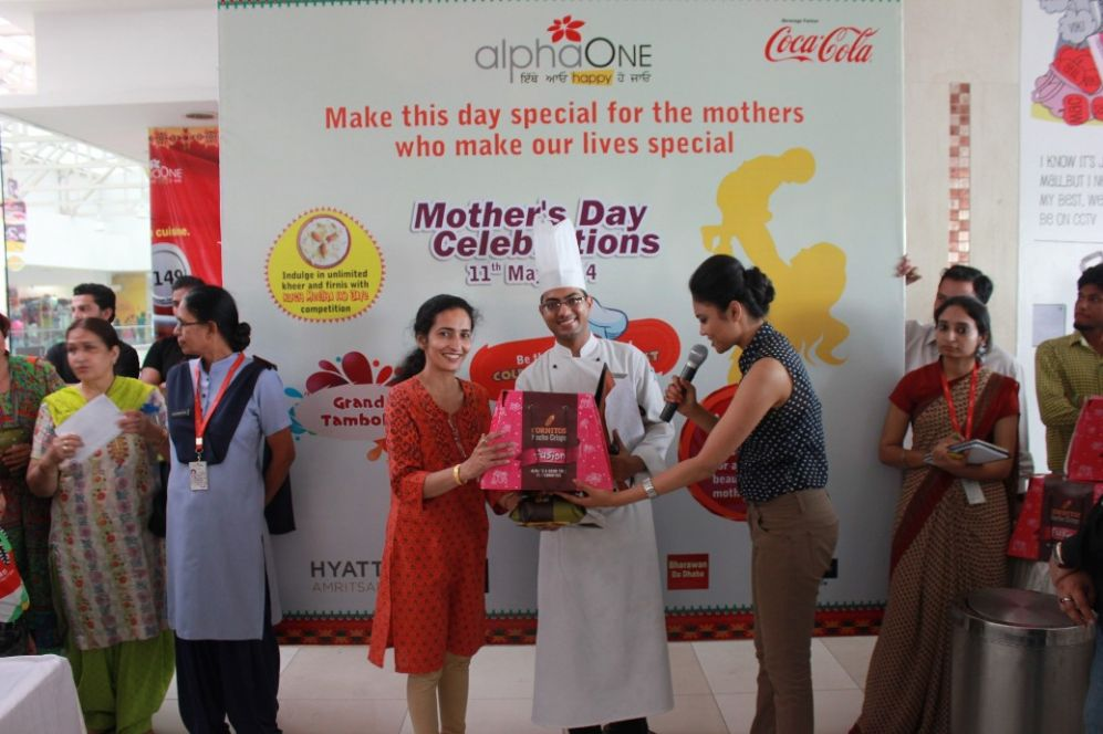 Ms. Gauri Khanna, winner of Cold cooking contest a