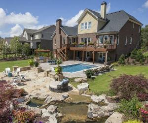 Mabry Manor backyard