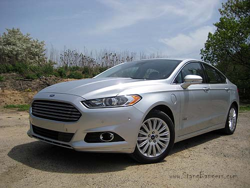 going the distance in the 2014 ford fusion energi se prlog. Black Bedroom Furniture Sets. Home Design Ideas