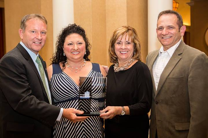KHM Travel Group accepting Vacation.com's President's Award.