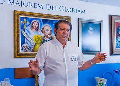 """Healer """"John of God"""" at his center in Brazil"""