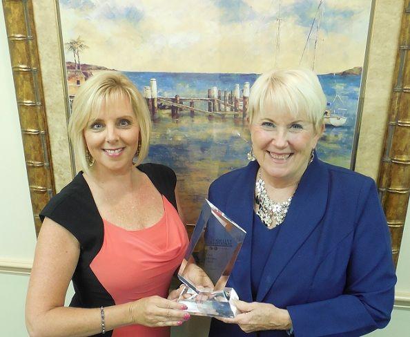 Sandra McDermott (left) receives Star Performer Award from Fidelity's Troy Winn.