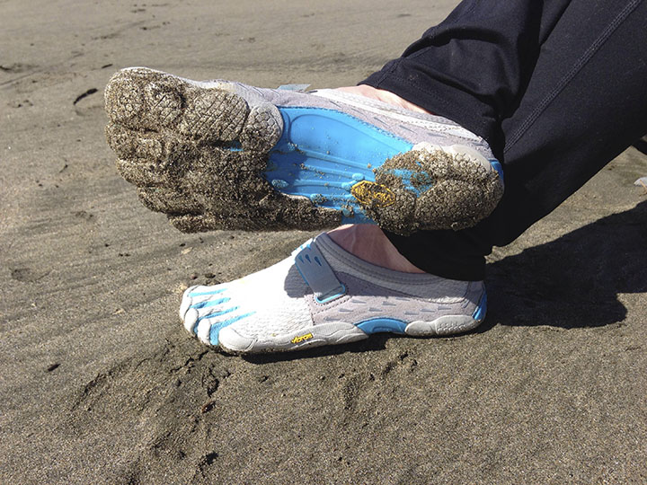 Individual toes and thin soles allow for vivid feeling of the ground.