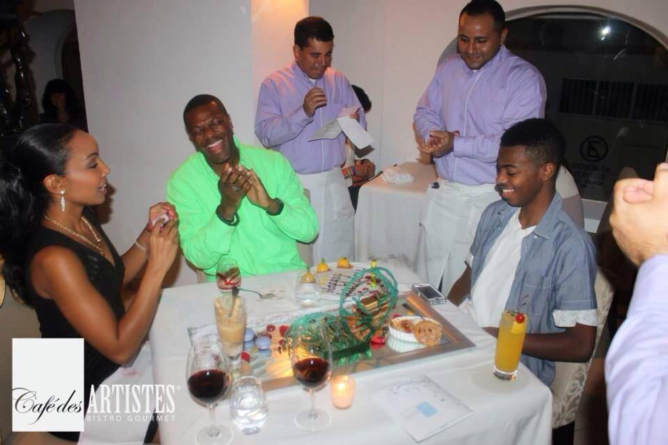 Chris Tucker and friends at Pueto Vallarta's Cafe des Artistes