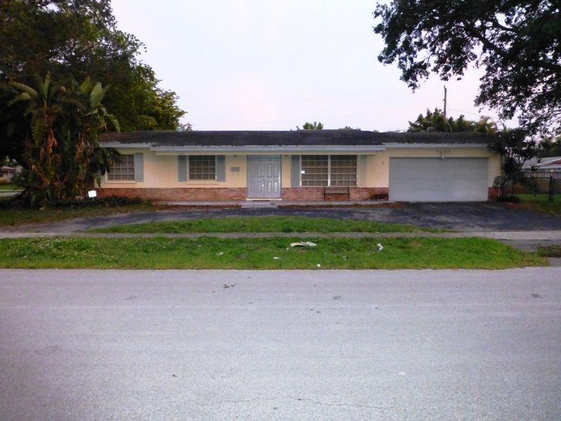 7430 NW 11th Ct, Mirror Lake Estates, Plantation FL