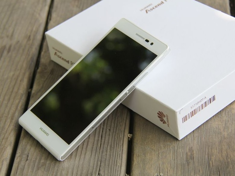 Huawei P7 with package box