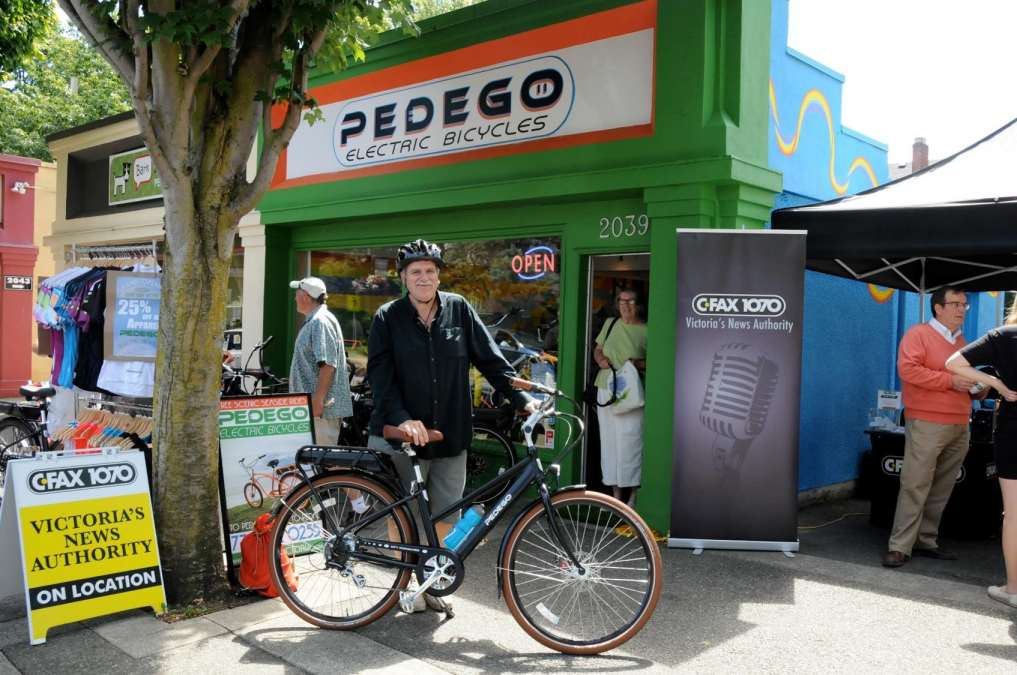 Happy customers partied at the new Pedego Victoria grand opening.