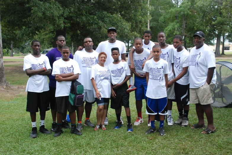 Travis Outlaw and Fans at A Day in the Park