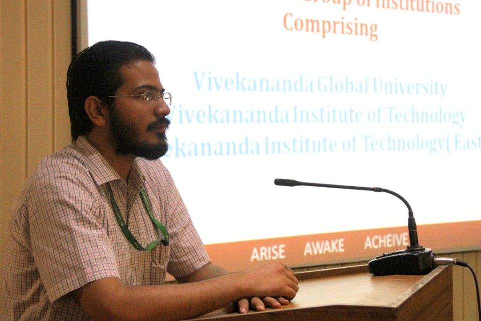 Gaurav Bagaria, VGU addressing the gathering during FDP