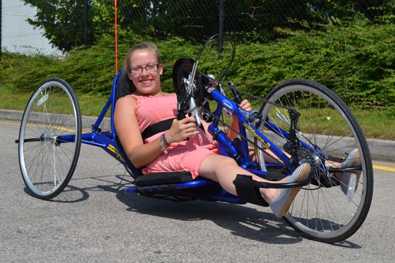 Hannah Cockroft trys an Invacare racing chair