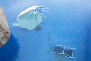 prepare-swimming-pool-during-storm-300x200