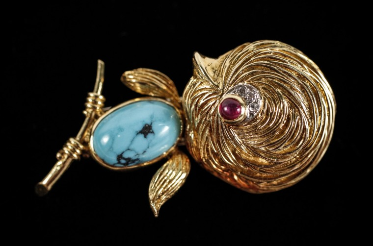 """This circa-1960 Van Cleef & Arpels """"Chick"""" brooch will be sold Oct. 4-5 in Ga."""