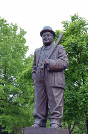 """""""Lou's On First"""" statue in Cianci Park, Paterson NJ"""