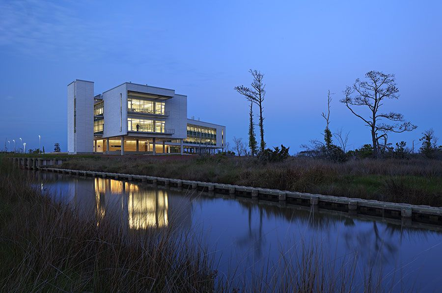 UNC Coastal Studies Institute Research Building. © Mark Herboth Photography.
