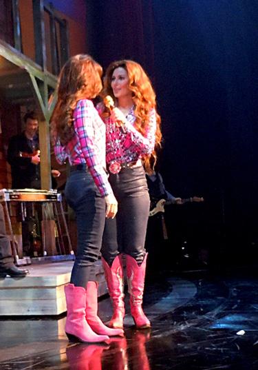 Valerie of Simply Shania thanks Shania Twain in Las Vegas
