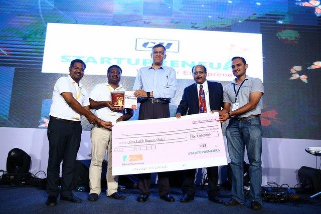 Kreato CRM Team Receiving Award at CII Startupreneurs Expo