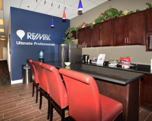 New iCafé at RE/MAX Ultimate Professionals in Shorewood