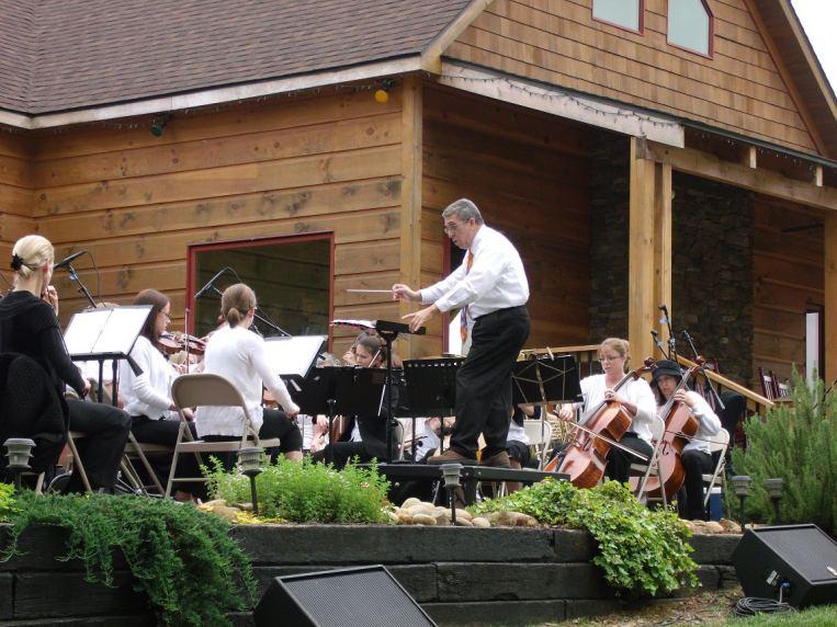 Eduardo Cedeno and the Lake Norman Orchestra at Daveste Vineyards