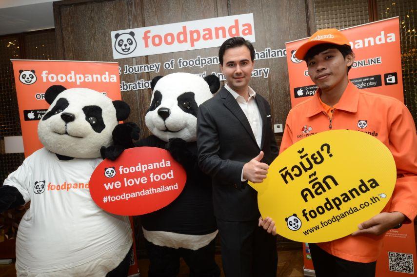 Mr. Alexander Felde (middle), Co-Founder and MD of foodpandaThailand