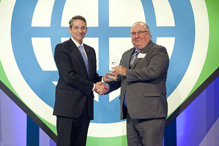 Bob Furjanic Receives North Dakota Business Award