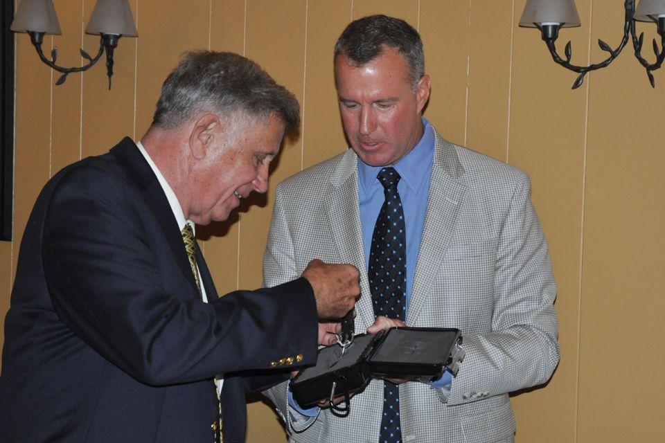 Butch Pfeifer receives Pillar of Aviation salute