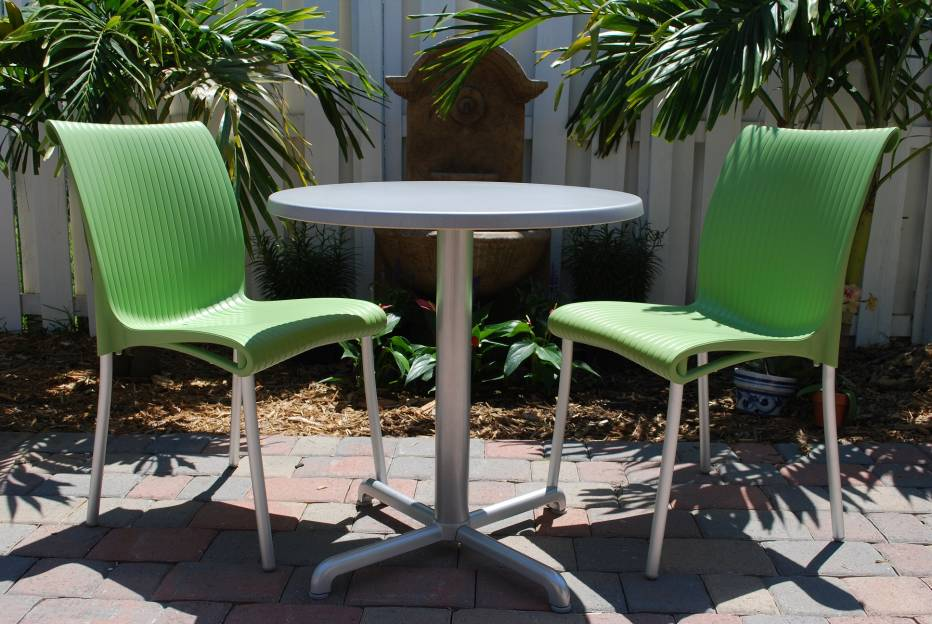 Miami outdoor patio furniture store has specials on regina for Outdoor furniture miami