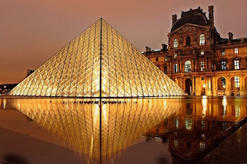 Louvre Pyramid. Photo credit to pixabay.com