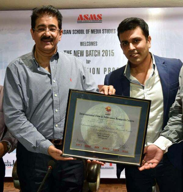 Rohit Manchanda, Founder: Mandate Consulting receiving the certificate