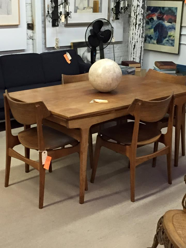 Mid century modern  draw leaf dining table  shown with different chairs Famous Architect Winka Dubbeldam Finds Treasures in Trove Market  . Famous Architect Chairs. Home Design Ideas