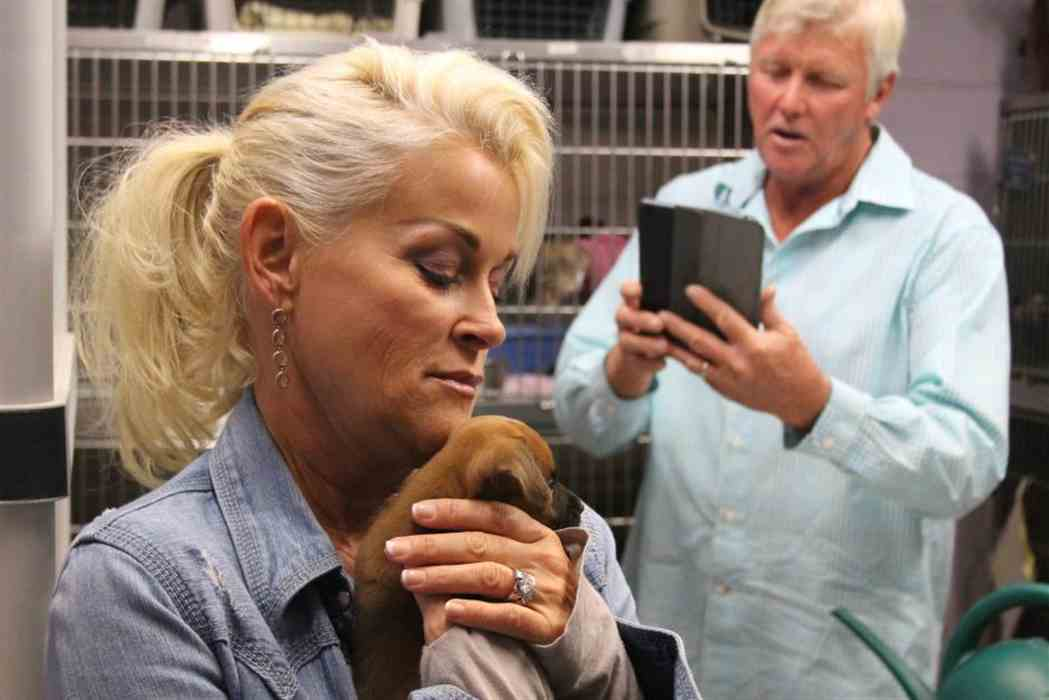 Country Artist Lorrie Morgan is on Animal Radio