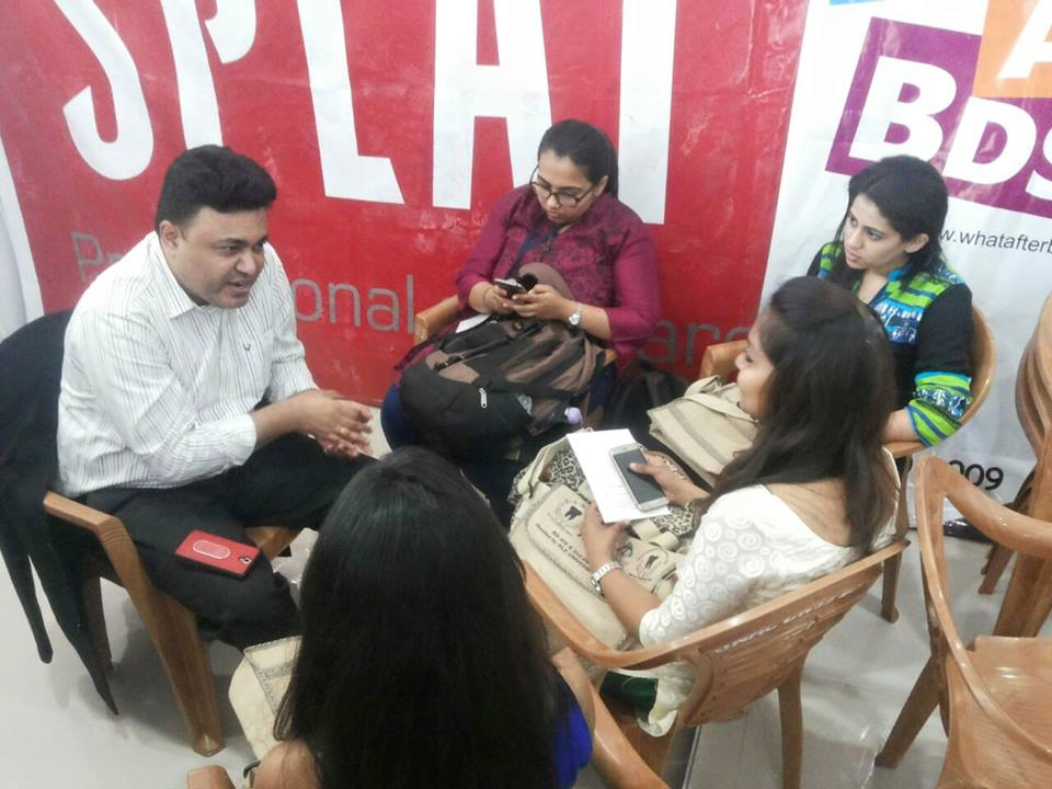 Dr. Rajiv Chitguppi discussing AbroadAvenues with students at KLE Event