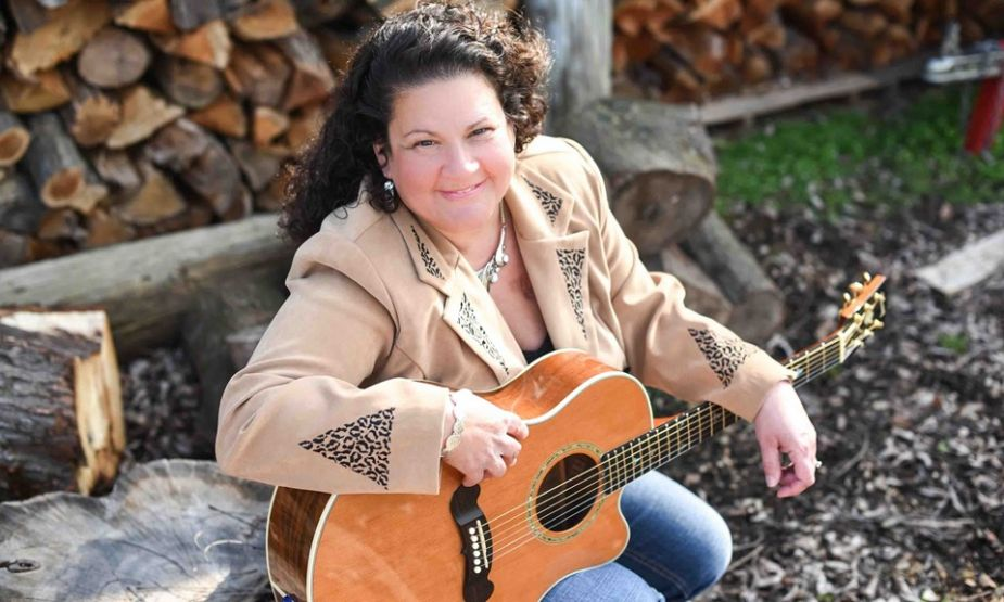 Country music artist Gina Miller release new four-song EP