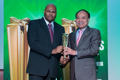Matthew Rajendra, CEO and Founder of Green Data Center LLP receiving the award